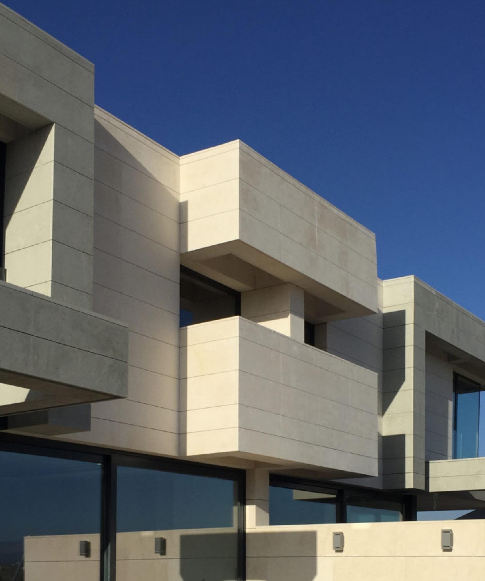 Proyecto del estudio de arquitectura FH2L Arquitectos de dos viviendas unifamiliares pareadas en Roza Martín, Majadahonda, Madrid.
